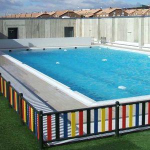 piscine en panneaux / enterrée / en béton / professionnelle