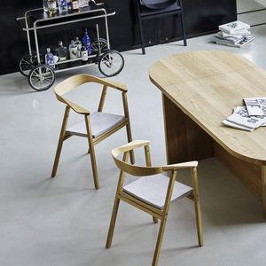 chaise contemporaine / tapissée / avec accoudoirs / pliante