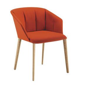 chaise contemporaine / avec accoudoirs / avec revêtement amovible / en tissu