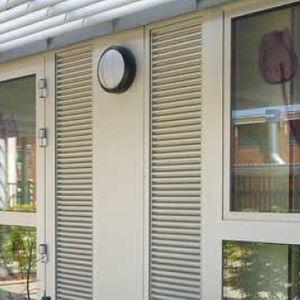 grille de ventilation en aluminium / linéaire / pour châssis