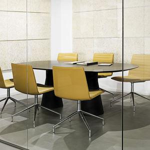 table de conférence contemporaine / en chêne / en polyéthylène / ronde