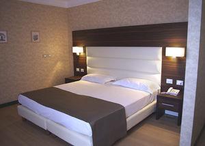 lit double / contemporain / tapissé / avec tête de lit