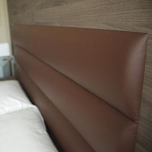 tête de lit pour lit double / contemporaine / en cuir / en bois