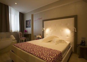 chambre d'hôtel contemporaine