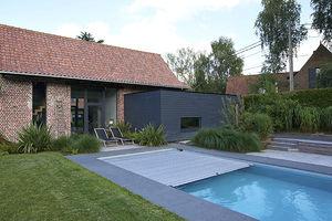 piscine enterrée / en béton / avec couverture intégrée / d'extérieur