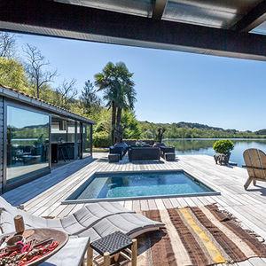 piscine enterrée / en bois / sur mesure / couverte