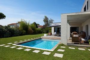 piscine enterrée / en bois / en pierre minérale / sur mesure