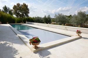 piscine enterrée / en pierre minérale / sur mesure / couloir de nage