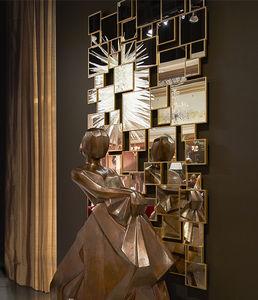 miroir mural / design original / rectangulaire / en bois doré à la feuille d'or