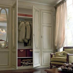 armoire murale / classique / en bois laqué / à porte battante