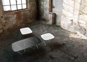 table basse contemporaine / en bois laqué / carrée