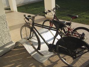 range-vélo en tôle d'acier / pour espace public