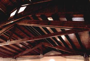 charpente de toiture en bois / courbée / lamellé-collé / préfabriquée