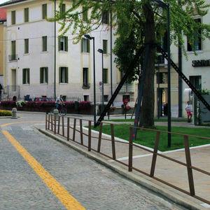 barrière de protection / fixe / en acier / pour espace public