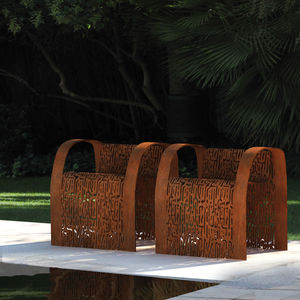 chaise design original / avec accoudoirs / en acier galvanisé / en acier COR-TEN®