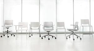 chaise contemporaine / avec accoudoirs / empilable / pivotante