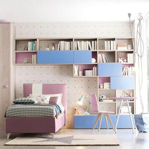 chambre d'enfant bleue / violette / en bois laqué / mixte