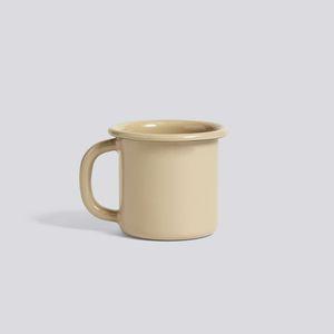 tasse en métal émaillé