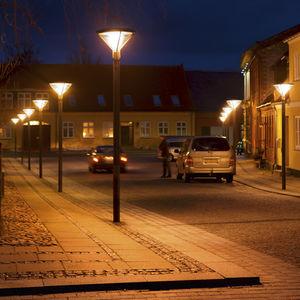 lampadaire urbain / contemporain / en aluminium / en fonte d'aluminium