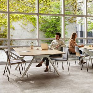 table contemporaine / en verre / en stratifié / en marbre