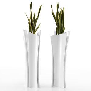 vase contemporain / en résine