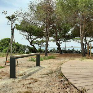 banc public / contemporain / en bois de feuillus / en acier galvanisé