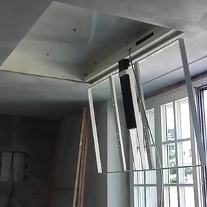 support TV de plafond contemporain