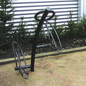 range-vélo en acier galvanisé / en acier à revêtement par poudre / sécurisé / à deux niveaux