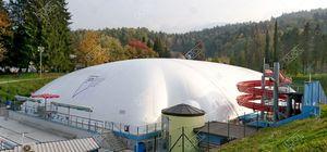 structure gonflable pour piscine publique