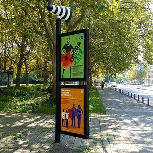 panneau d'information pour espace public