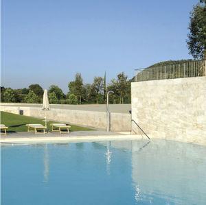 douche d'extérieur de piscine
