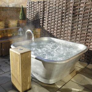 baignoire en îlot / carrée / en cuivre / en étain