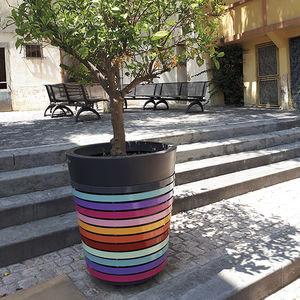 jardinière en acier thermolaqué / en polyéthylène / en plastique recyclé / conique