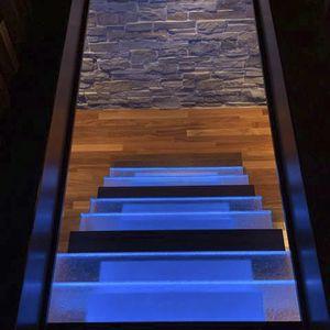 escalier droit / marche en verre / sans contremarche / contemporain