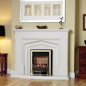 cheminée à gaz / traditionnelle / à foyer fermé / à encastrer