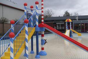 tour de jeux pour piscine publique pour enfant