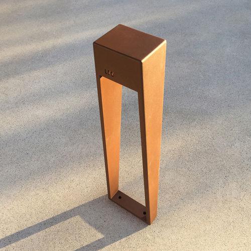 borne d'éclairage de jardin / urbaine / contemporaine / en métal