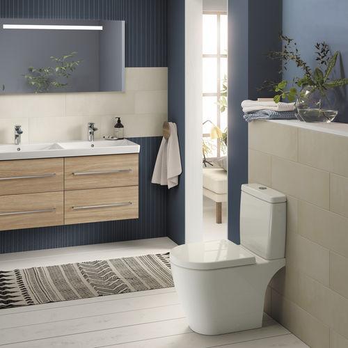 toilettes à poser / en céramique / sans bride / avec chasse d'eau apparente