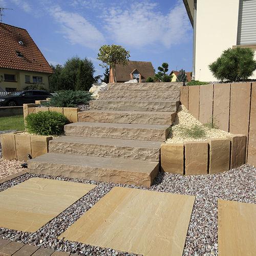marche en pierre naturelle / en grès / antidérapante