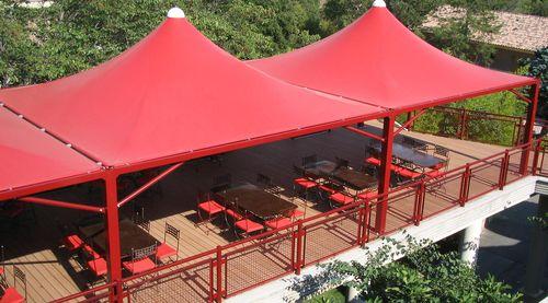 structure tendue sur ossature métallique / avec membrane en pvc / pour le secteur événementiel / pour restaurant