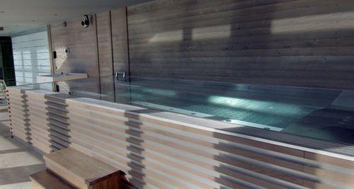 spa de nage hors-sol / rectangulaire / multiplace / en mosaïque