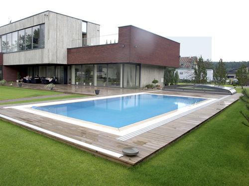 piscine autoportante / enterrée / en composite / à débordement