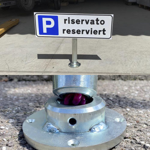 mât pour signalisation routière