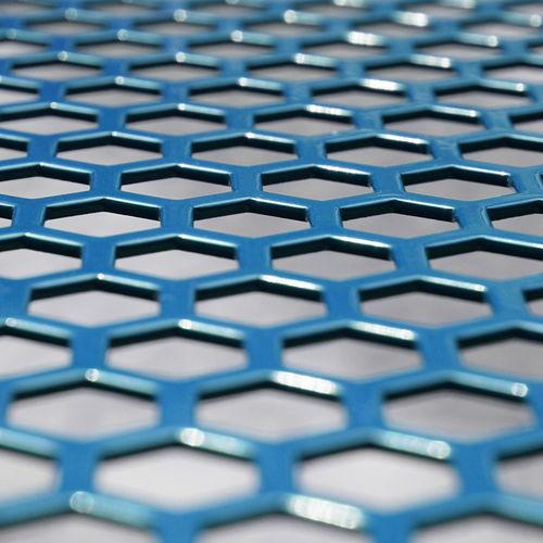 tôle perforation hexagonale
