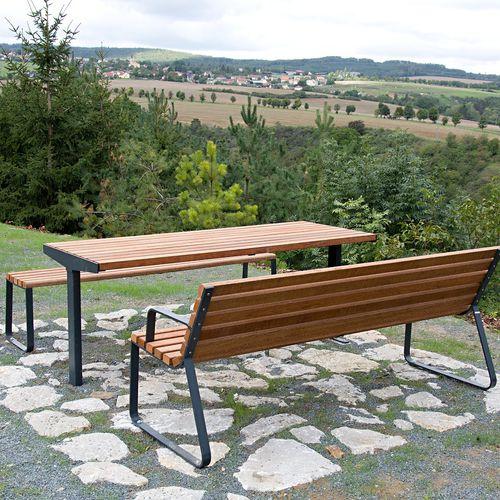 table contemporaine - STREETPARK s.r.o.