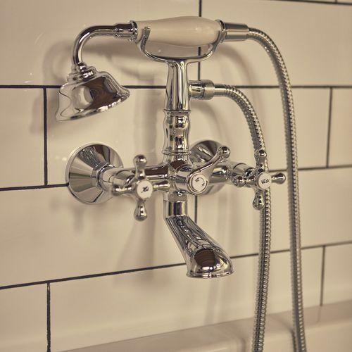 mélangeur de douche / pour baignoire / mural / en métal chromé