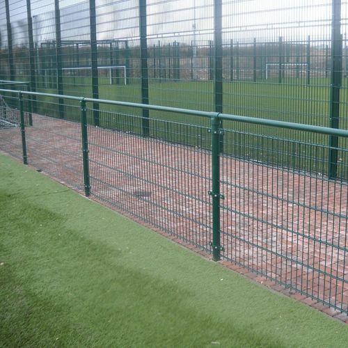 clôture pour terrain de sport / en treillis soudé / en acier galvanisé / modulaire