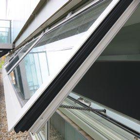 fenêtre basculante / en aluminium / à coupure thermique