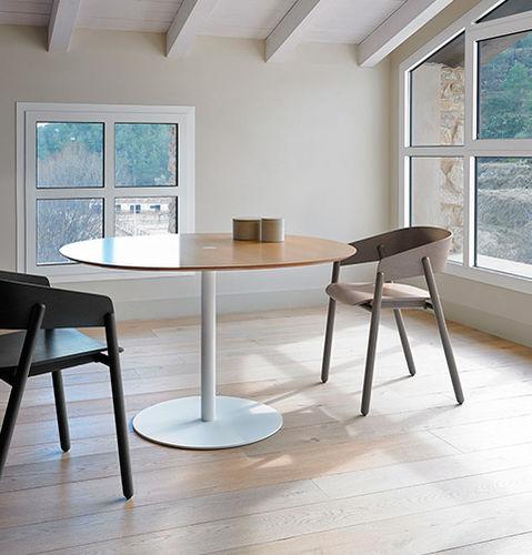 table bistrot contemporaine / en noyer / en MDF / en plaqué bois