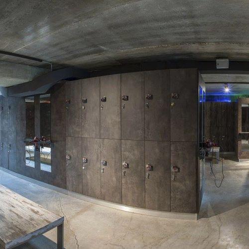casier vestiaire en bois / pour installation sportive / pour centre de bien-être / pour pièce humide